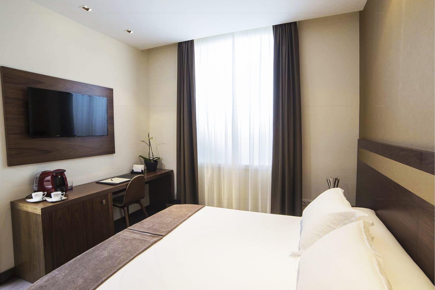 Hotel_Desk