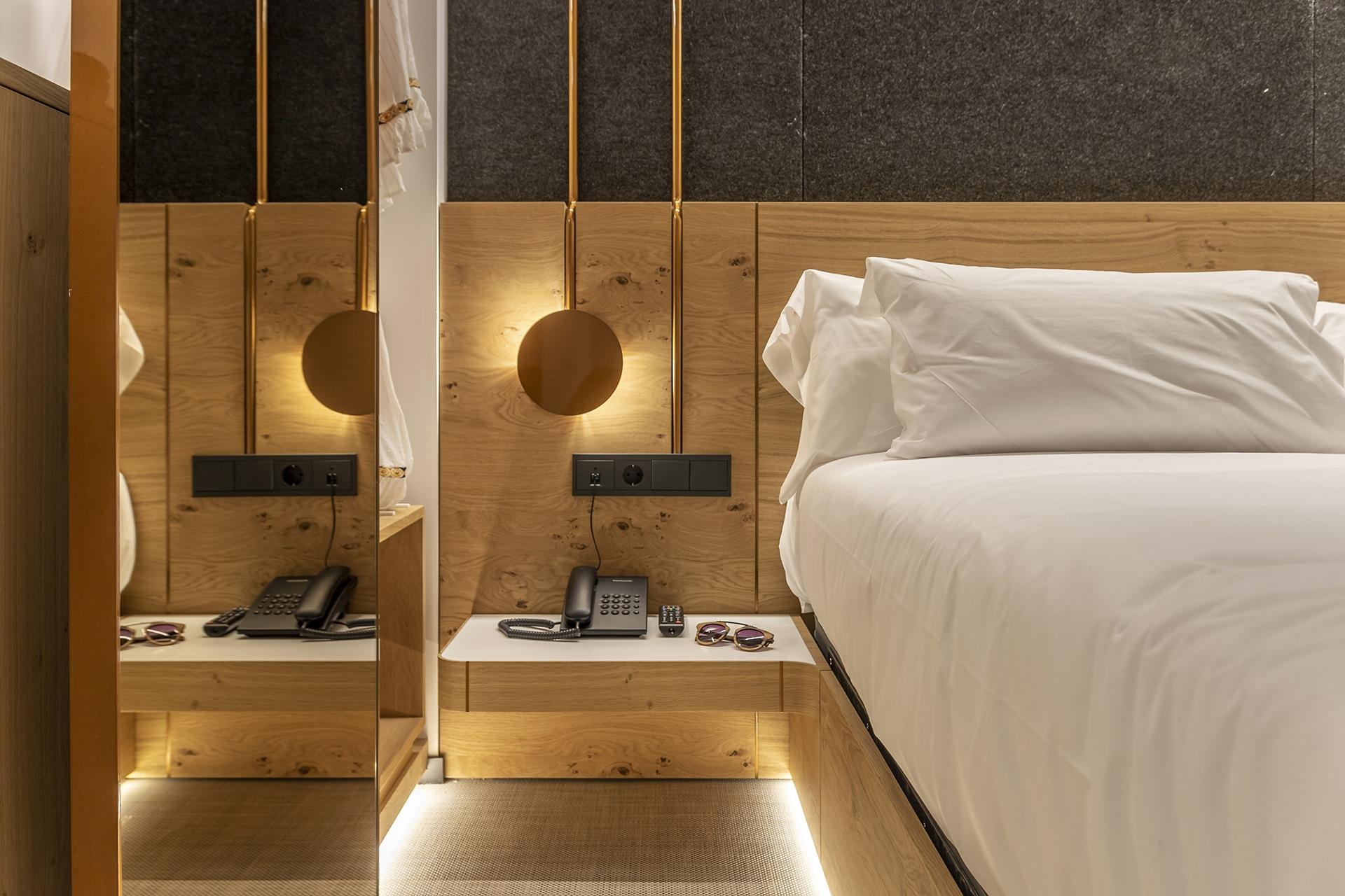 Silgar92_Hotel_Bedsidetable