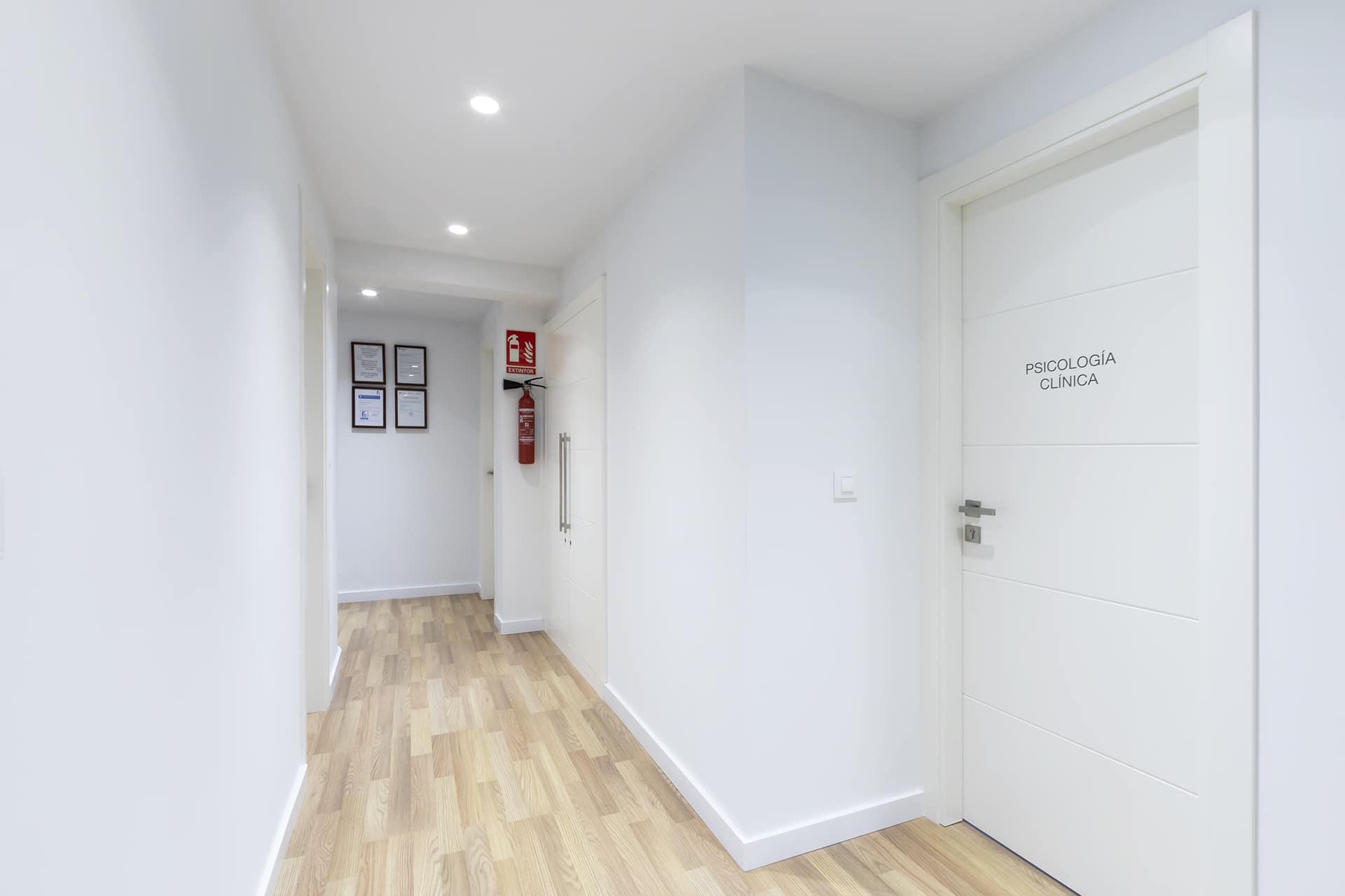 Clínica Valdivia Doors